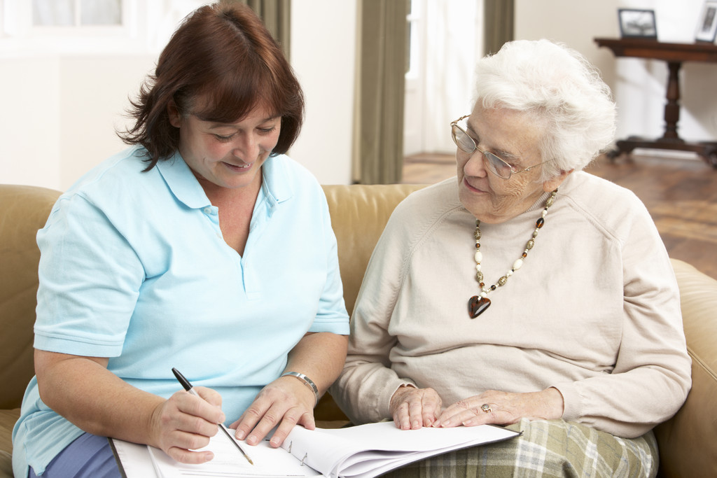 2194406-senior-woman-in-discussion-with-health-visitor-at-home_01